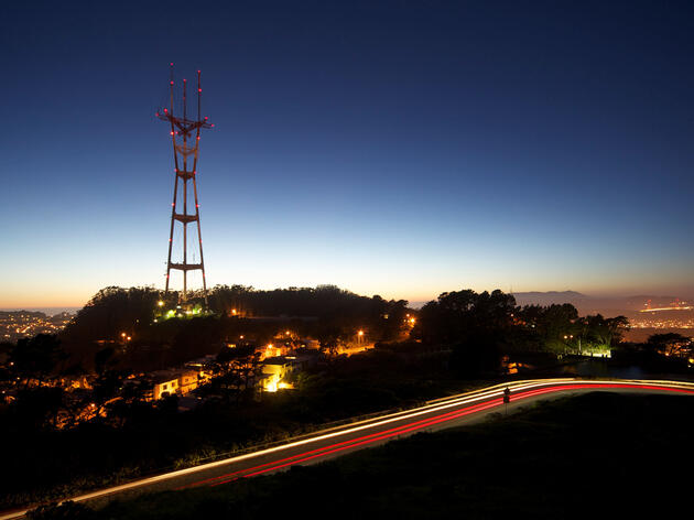 How Flashing Lights on Cell Towers Can Save Birds' Lives