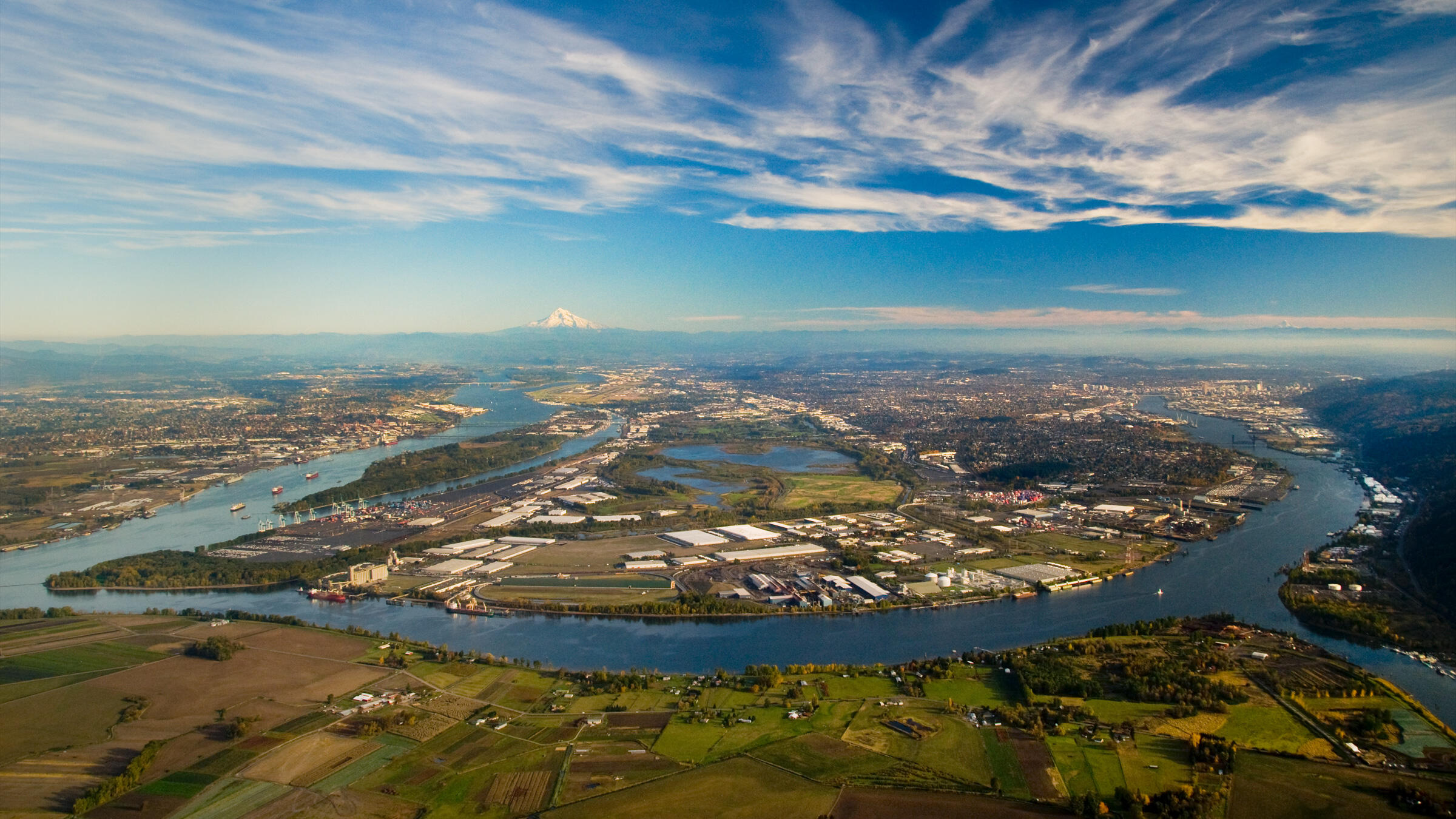 columbia and willamette rivers meet